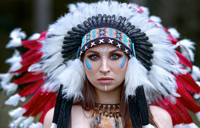 Фото обои взгляд, девушка, лицо, перья, раскрас, роуч, Вячеслав Цуркан