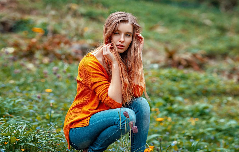 Фото обои трава, девушка, поза, волосы, джинсы, Jade, Oliver Gibbs