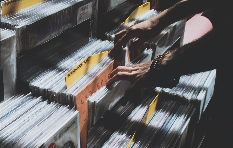 Фото обои музыка, руки, винил, пластинки