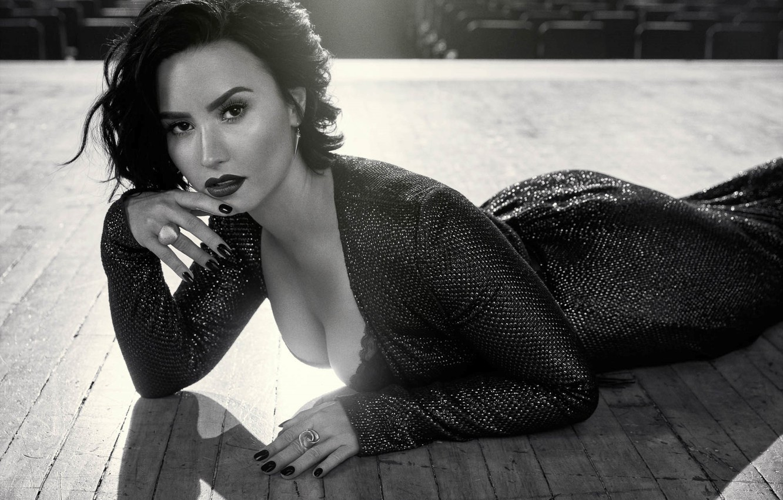 Фото обои поза, певица, Demi Lovato