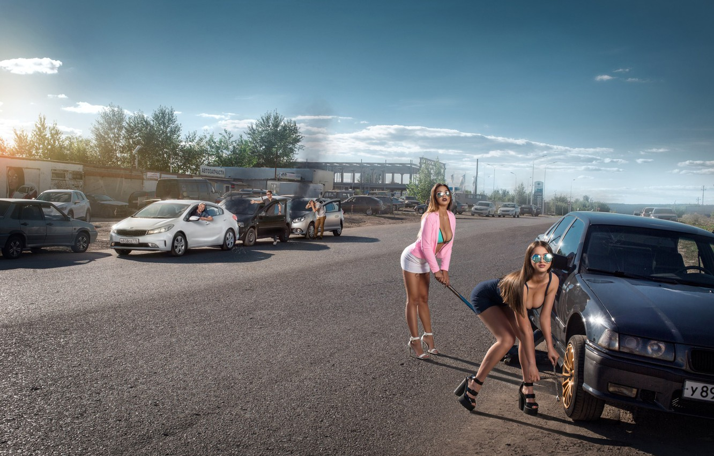 Фото обои дорога, авто, авария, машины, девушки, ситуация, позы, Айдар Алонсо, замена колеса, мужики-ротозеи