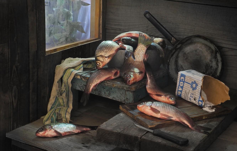 Фото обои рыбы, доски, пачка, соль, сковорода, караси, Сергей Фунтовой
