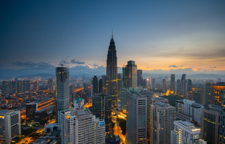 Фото обои небо, город, кран, небоскрёбы, Малайзия, Куала-Лумпур
