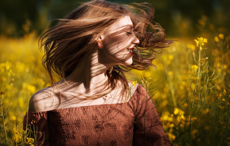 Фото обои поле, девушка, радость, цветы, волосы, весна, рапс