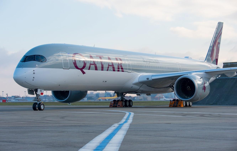 Фото обои Airbus, Qatar Airways, Шасси, Пассажирский самолёт, Airbus A350 XWB, Airbus A350-1000