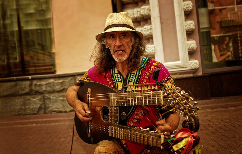 Фото обои guitar, hat, Moscow, musician, emotions, Kide Fotoart, Sergei Sadov, Arbat