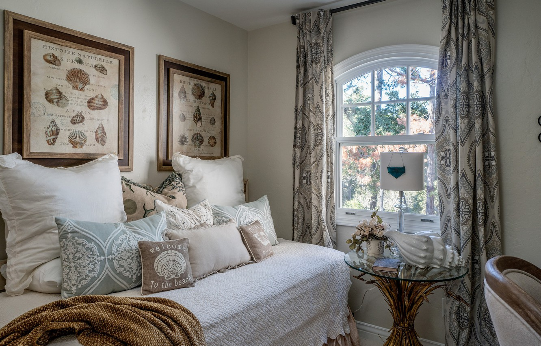 Фото обои кровать, подушки, окно, спальня