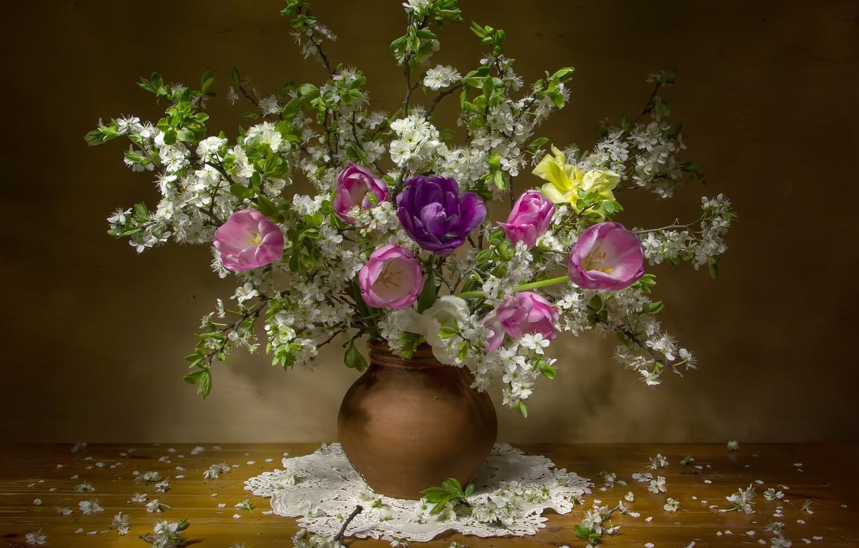 Фото обои цветы, ветки, вишня, стол, весна, лепестки, тюльпаны, ваза, салфетка, Феденкова Татьяна