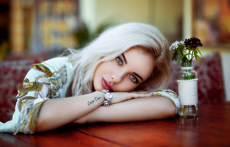 https://img5.goodfon.ru/wallpaper/nbig/e/19/hakan-erenler-devushka-blondinka-litso-vzgliad-ruki-tatu-bra.jpg