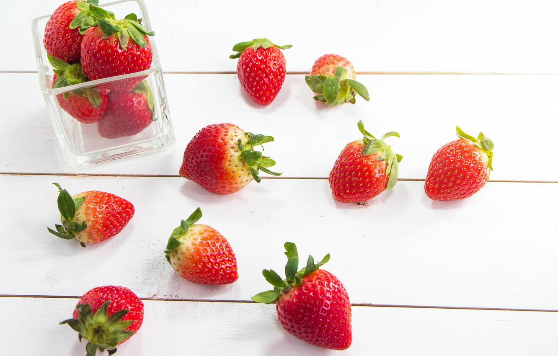 Фото обои ягоды, клубника, красные, fresh, wood, спелая, sweet, strawberry, berries