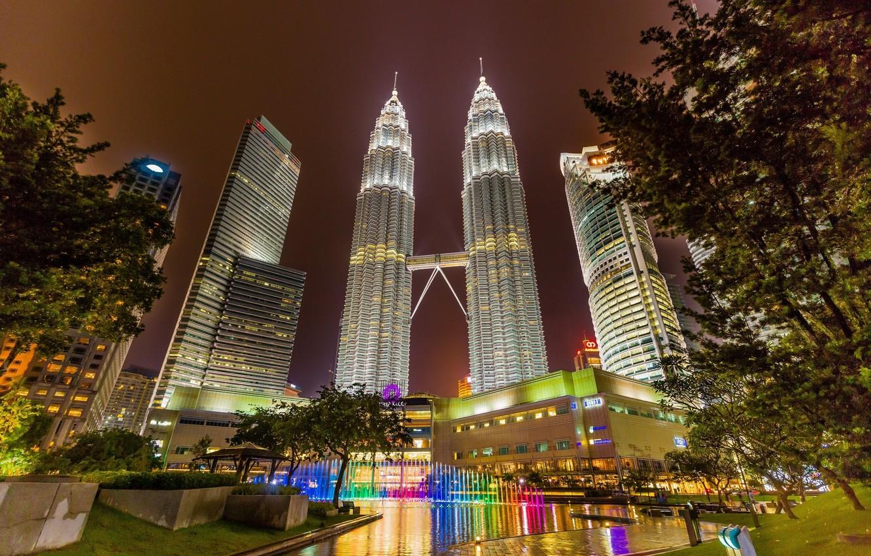 Фото обои ночь, огни, башни, фонтан, Малайзия, Куала-Лумпур