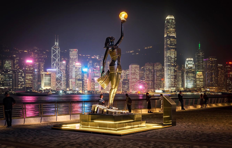 Фото обои город, здания, Гонконг, вечер, освещение, фонарь, Китай, скульптура, набережная, небоскрёбы