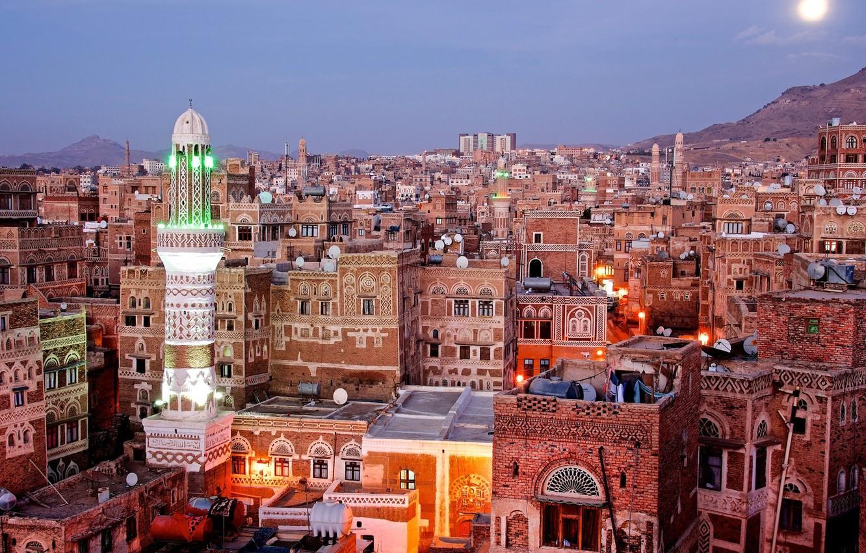 Фото обои city, lights, twilight, sunset, bricks, mountains, evening, sun, architecture, building, cityscape, mosque, Yemen, rooftops