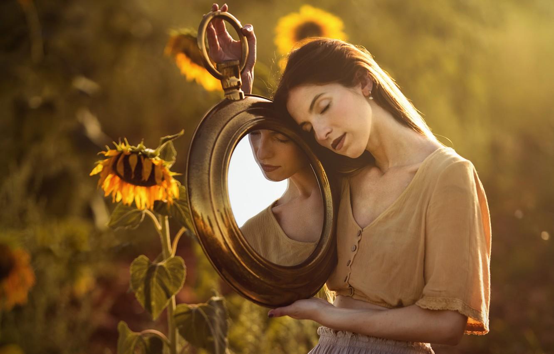 Фото обои лето, девушка, подсолнухи, зеркало