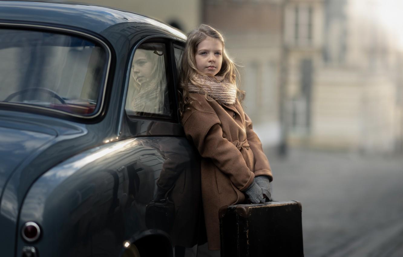 Фото обои машина, девочка, чемодан