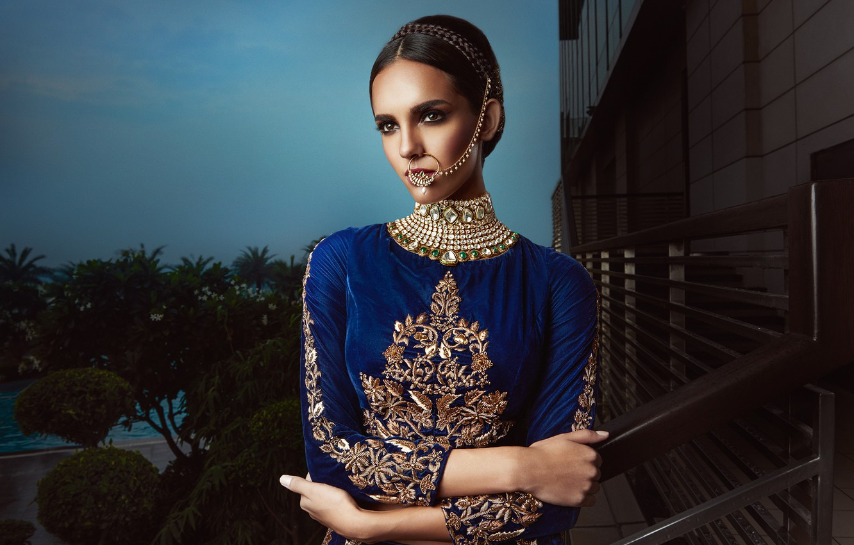 Фото обои model, pose, indian, blue dress, jewelery, traditional dress, nose ring