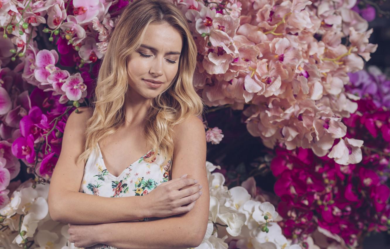 Фото обои девушка, цветы, женщина, блондинка, girl, розовые, орхидеи, woman, pink, flowers, beautiful, orchid, blond