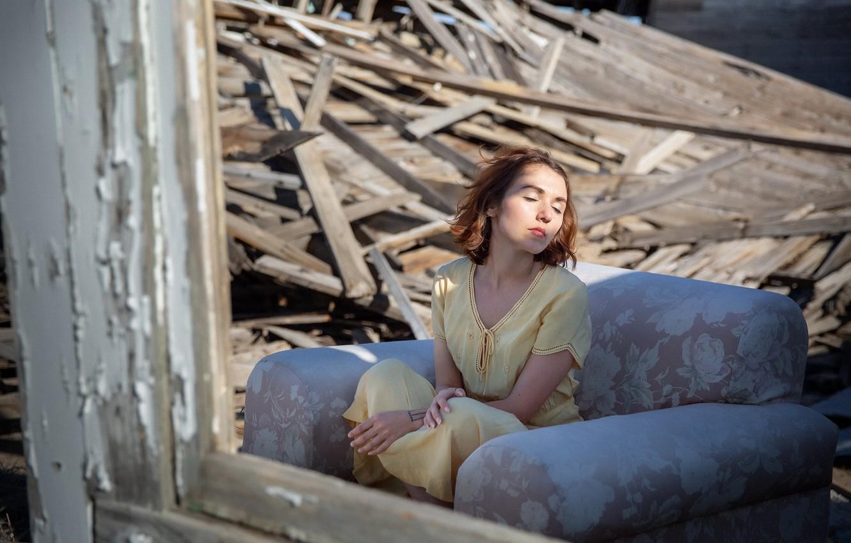 Фото обои девушка, дом, руины