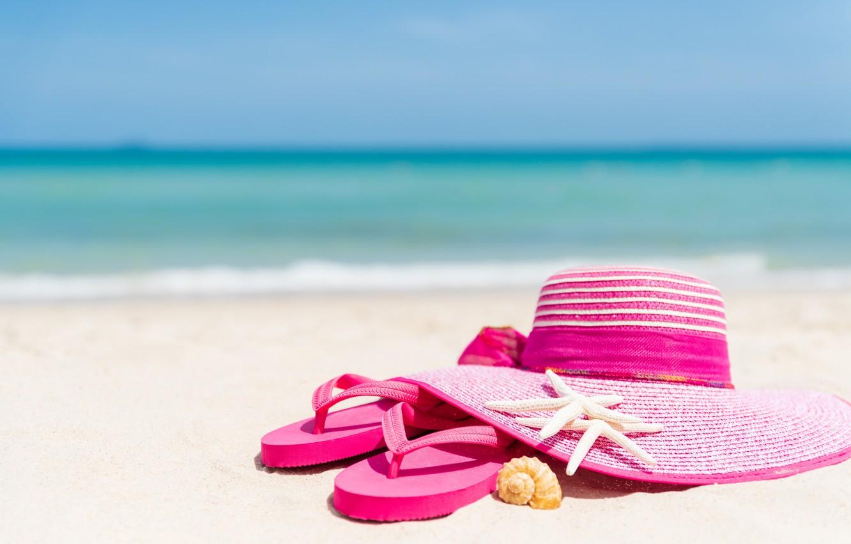 Фото обои песок, пляж, отдых, звезда, шляпа, ракушки, summer, beach, каникулы, sand, marine, сланцы, vacation, starfish, seashells
