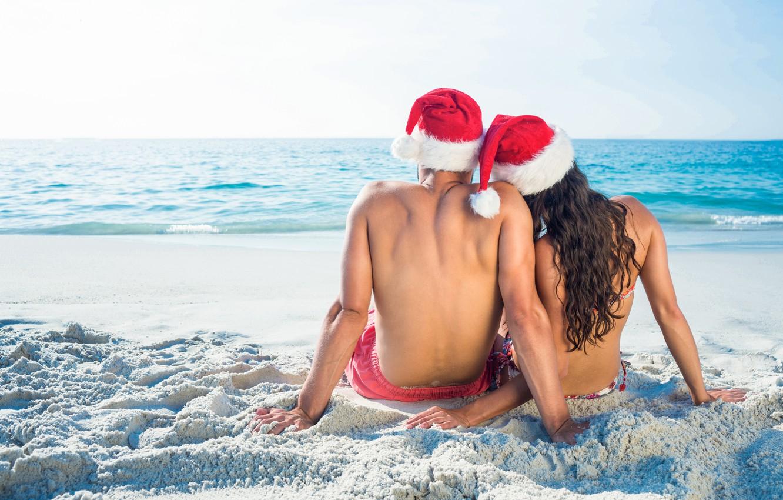 Фото обои песок, море, пляж, любовь, Новый Год, Рождество, пара, love, двое, happy, Christmas, beach, sea, romantic, …