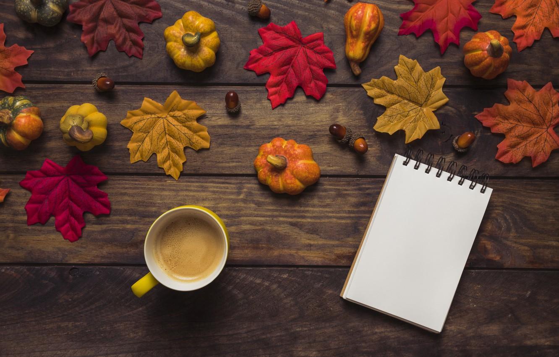 Фото обои осень, листья, фон, дерево, кофе, colorful, чашка, тыква, доска, wood, желуди, background, autumn, leaves, cup, …