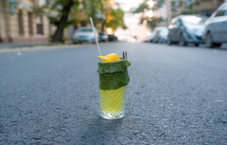 Фото обои дорога, зелень, коктейль