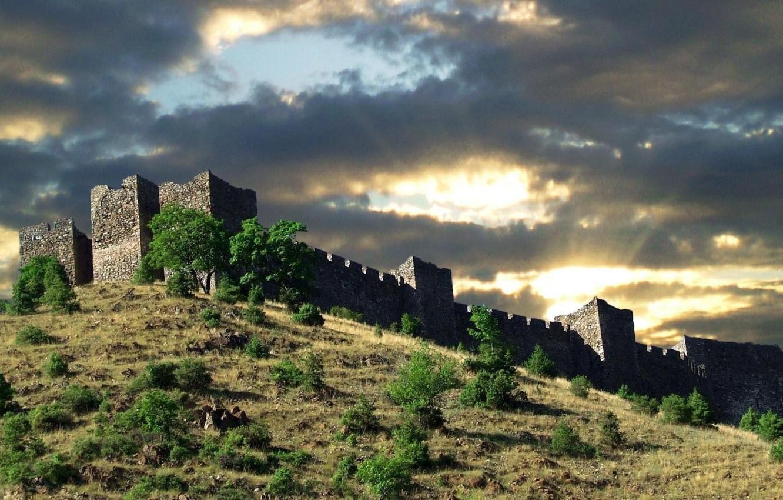 Фото обои солнечный свет, в kralijevo Сербии, Замок на холме