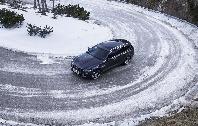 Фото обои зима, дорога, снег, Jaguar, поворот, сверху, универсал, Jaguar XF, 2020, XF, XF Sportbrake