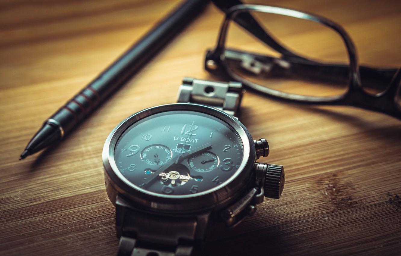Фото обои часы, очки, ручка