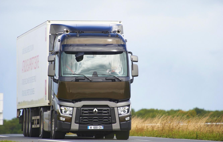 Фото обои дорога, трава, грузовик, Renault, седельный тягач, 4x2, полуприцеп, Renault Trucks, T-series