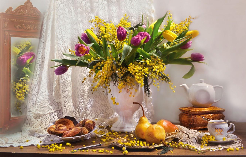 Фото обои цветы, чайник, зеркало, тюльпаны, шкатулка, ваза, фрукты, натюрморт, груши, занавеска, выпечка, мимоза, Валентина Колова
