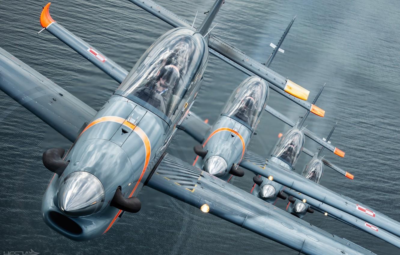 Обои строй, HESJA Air-Art Photography, Учебно-тренировочный самолёт, ВВС Польши, дым, PZL-130 Orlik, звено, кокпит, pilot. Авиация foto 6