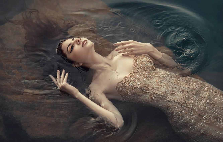 Фото обои вода, девушка, поза, ситуация, руки, платье, декольте, Юлия Тягушова, Валерия Шевченко