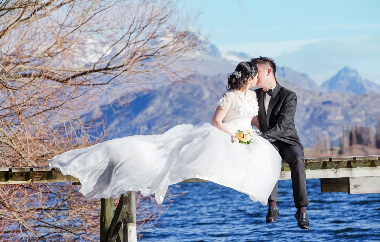 Фото обои пейзаж, поцелуй, букет, восток, молодожены