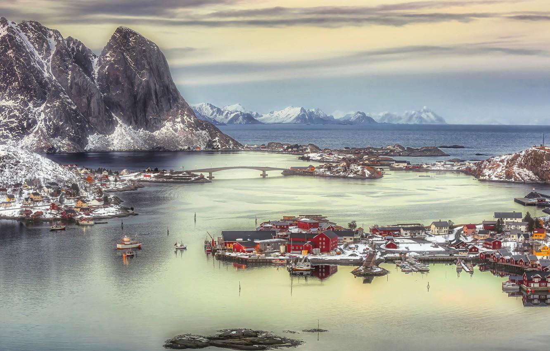 Фото обои море, снег, пейзаж, горы, дома, Норвегия, Лофотенские острова, Рейне, Лофотены, Андрей Чабров