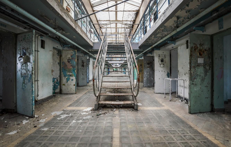 Фото обои лестница, камеры, тюрьма