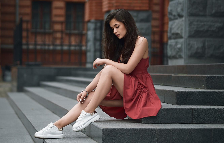 Фото обои девушка, поза, ноги, платье, ступени, кроссовки, Александр Кан