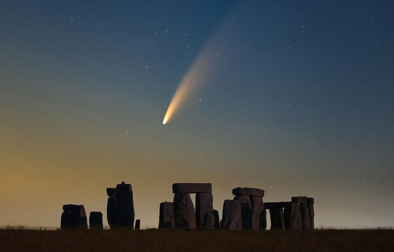 Фото обои небо, звезды, комета, Стоунхендж, sky, stars, Stonehenge, comet, Declan Deval, NEOWISE