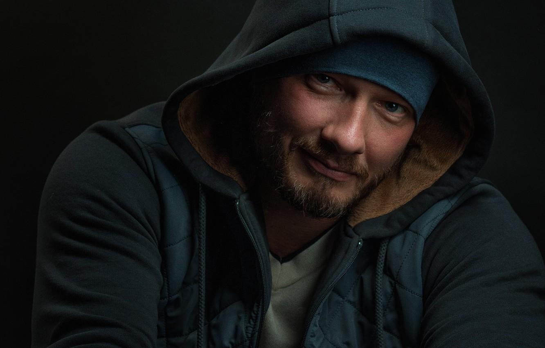 Фото обои взгляд, куртка, капюшон, актёр, Никита Панфилов
