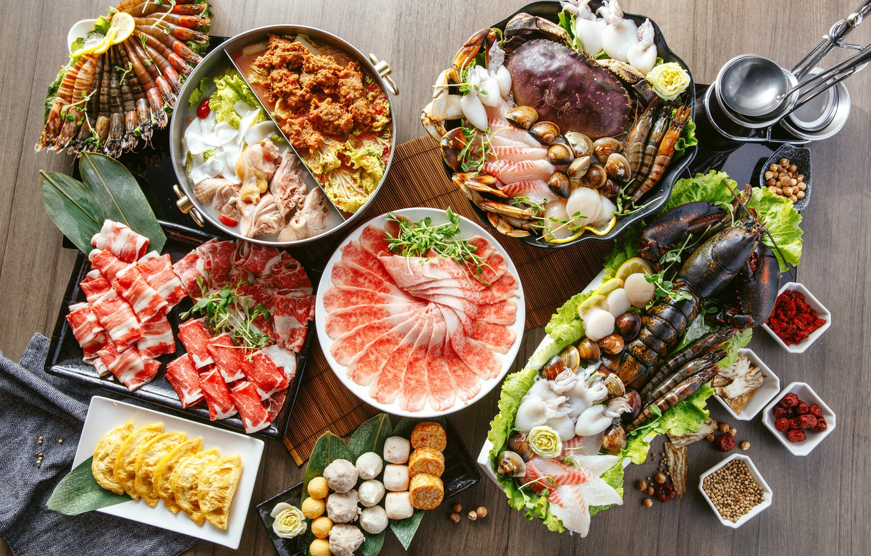 Фото обои краб, суп, мясо, омар, овощи, креветки, блюда, кальмары, ассорти, моллюски