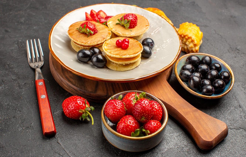 Фото обои ягоды, клубника, вилка, десерт, блинчики, панкейки