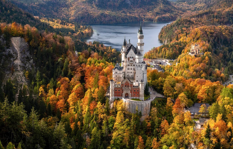 Фото обои осень, лес, озеро, замок, Германия, Бавария, Germany, Bavaria, Neuschwanstein Castle, Замок Нойшванштайн, Schwangau, Швангау, Schwansee, …