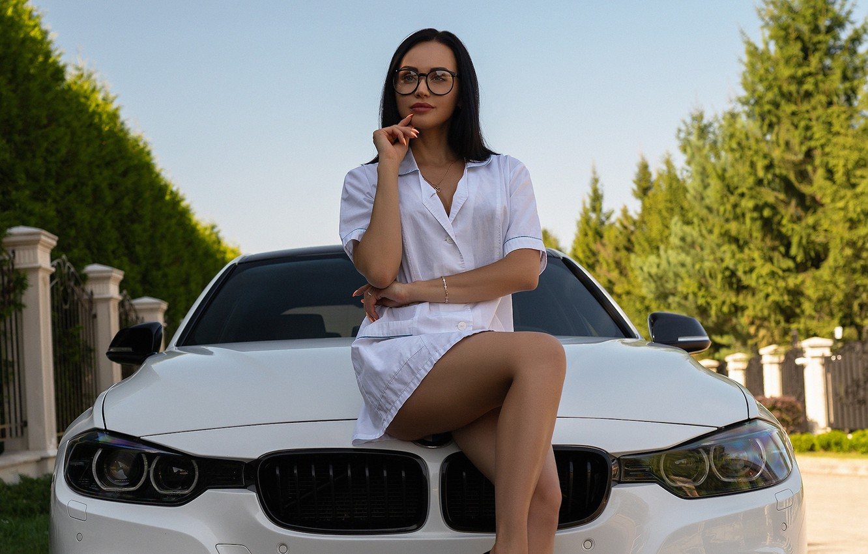 Фото обои грудь, взгляд, поза, модель, волосы, Девушка, BMW, фигура, брюнетка, очки, ножки, халат, Alex Bazilev, Валерия …