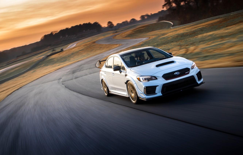 Фото обои дорога, машина, небо, асфальт, солнце, облака, свет, Subaru, диски, трек, WRX STI, спортивный седан, повороты, …
