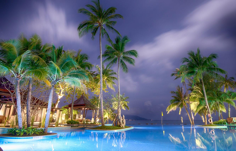 Фото обои море, пейзаж, ночь, природа, пальмы, бассейн, подсветка, Азия, отель, курорт