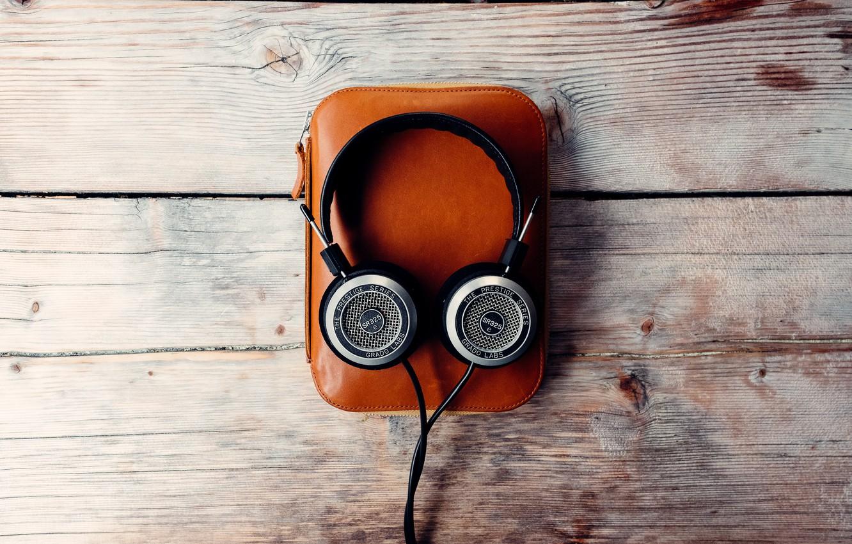 Фото обои музыка, наушники, сумка, деревянный фон
