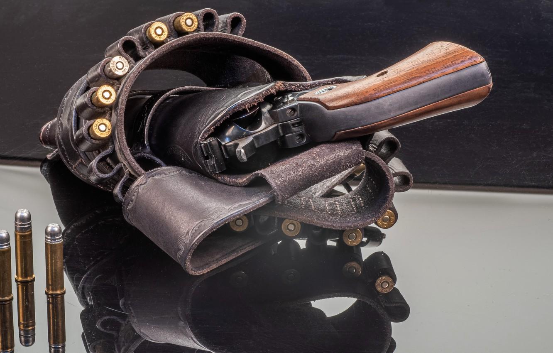 Фото обои оружие, патроны, револьвер