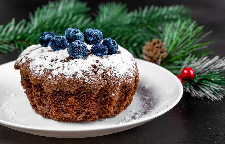 Фото обои ветки, ягоды, тарелка, Рождество, Новый год, кекс, сахарная пудра, голубика